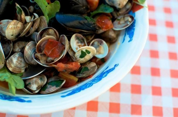 Foodista | What's Hot: Mussels & Clams in White Wine