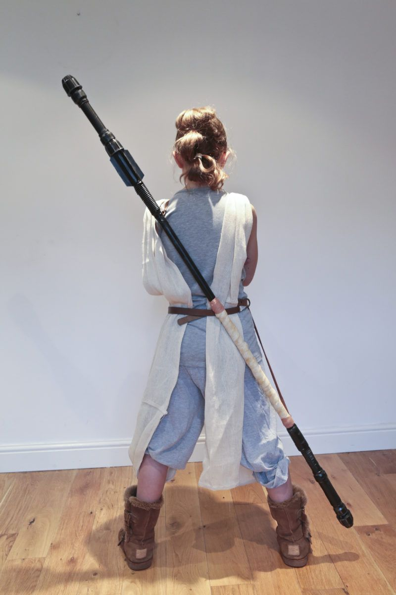 Tutorial : How to make a DIY Star Wars Rey Staff on a budget. #mamp;mcostumediy