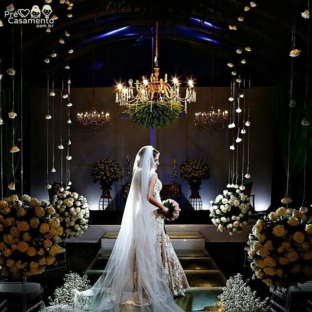 Linda foto de Claudia Amorim  clauamorim.com.br  #precasamento #sitedecasamento #bride #groom #wedding #instawedding #engaged #love #casamento #noiva #noivo #noivos #luademel #noivado #casamentotop #vestidodenoiva #penteadodenoiva #madrinhadecasamento #pedidodecasamento #chadelingerie #chadecozinha #aneldenoivado #bridestyle #eudissesim #festadecasamento #voucasar #padrinhos #bridezilla #casamento2016 #casamento2017