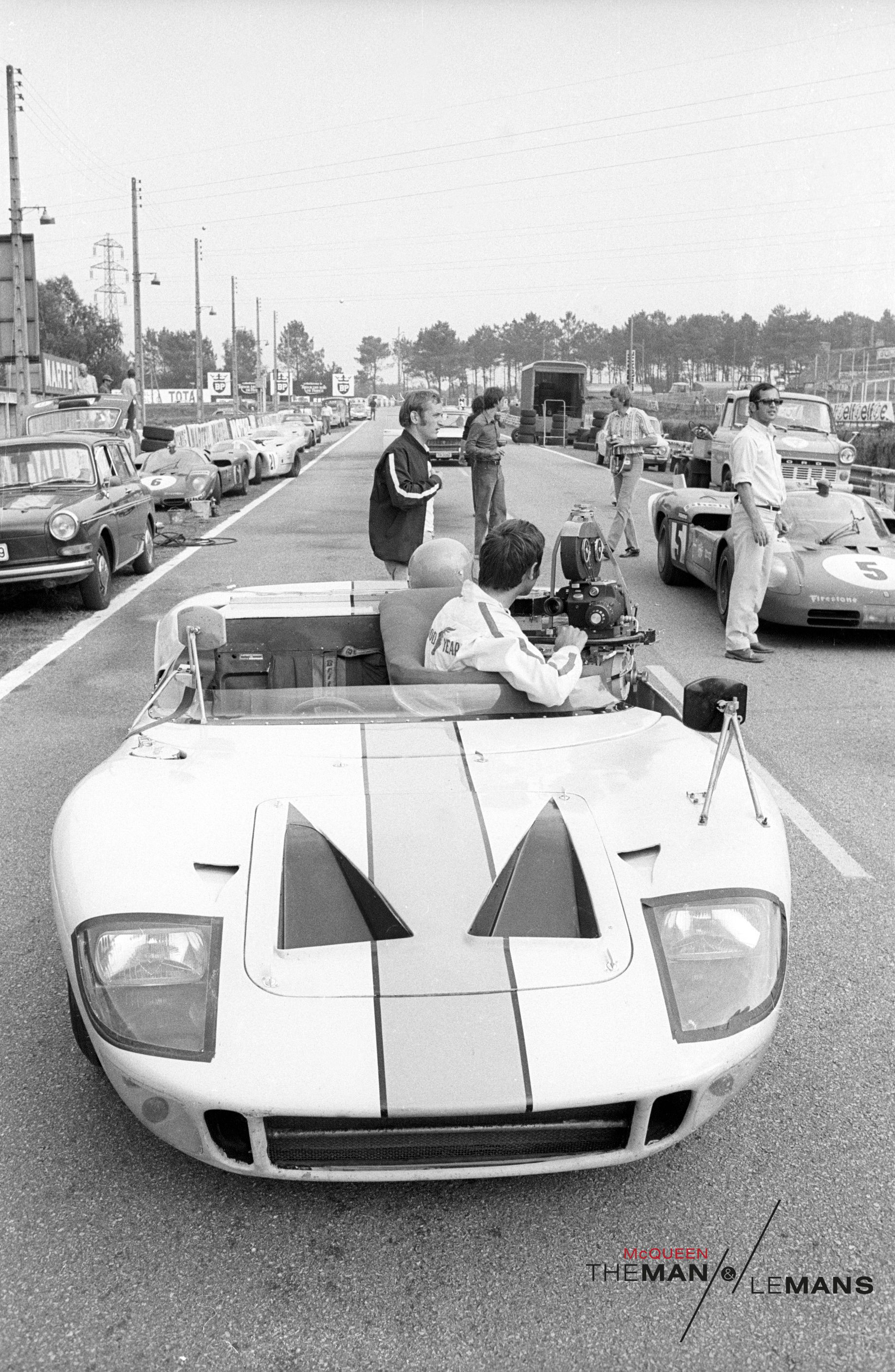 The Camera Mans Ford Gt40 On The Track Ready To Film For Le Mans Http Www Themanlemans Com Utm Source Pinterest Utm Ford Gt Ford Gt40 Steve Mcqueen Cars