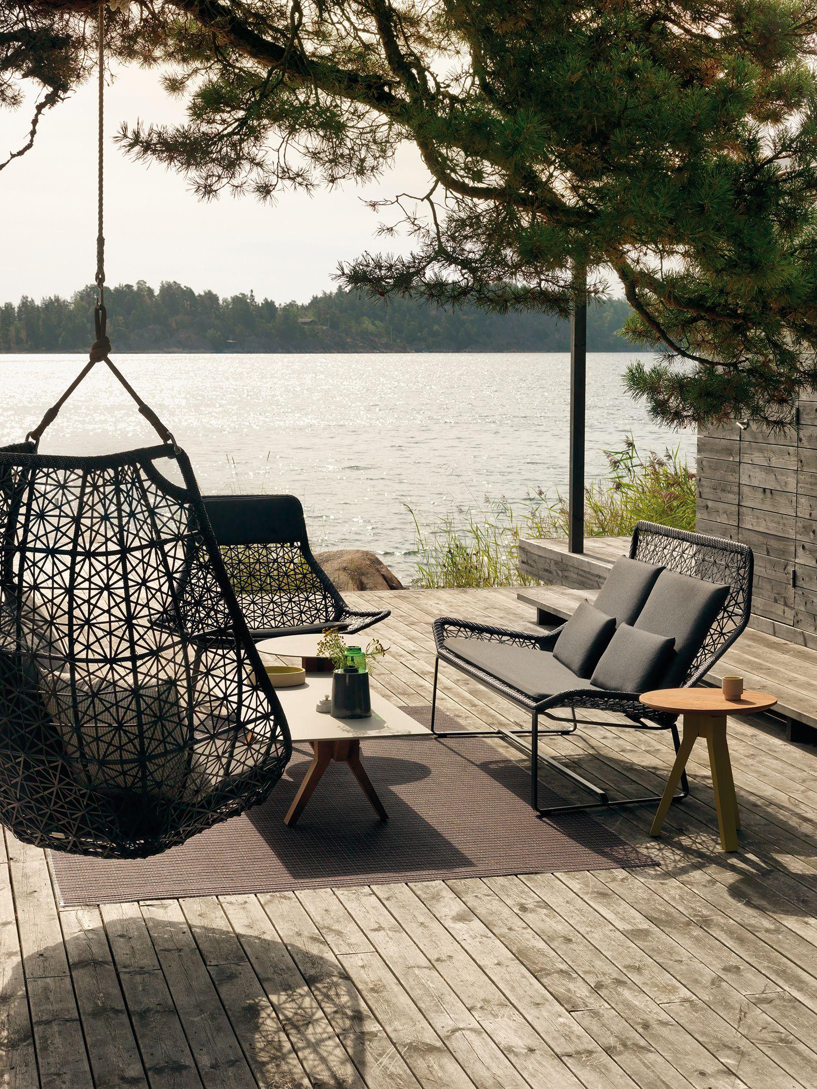 Une terrasse design pour un style impeccable dedans comme dehors
