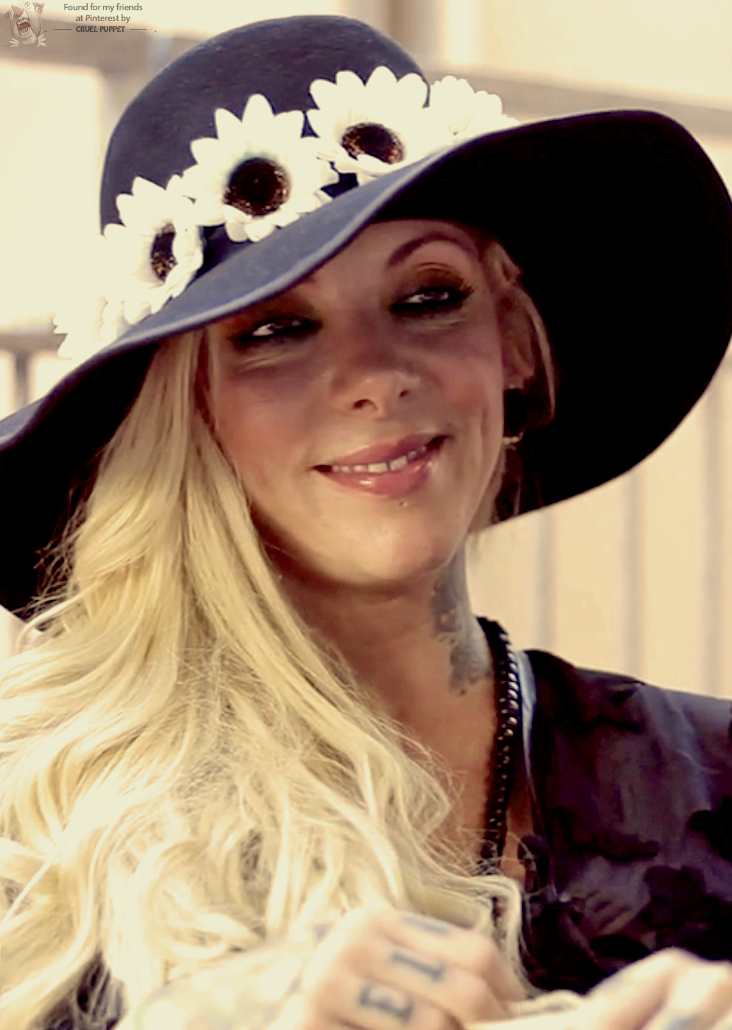 Beautiful maria in her everpresent flowered hat and her - Maria brink pics ...