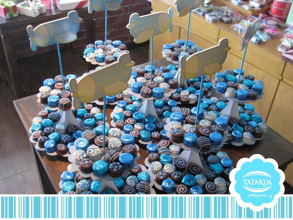 Centros de mesa on pinterest mesas candy bar bouquet for Mesa de dulces para baby shower nino