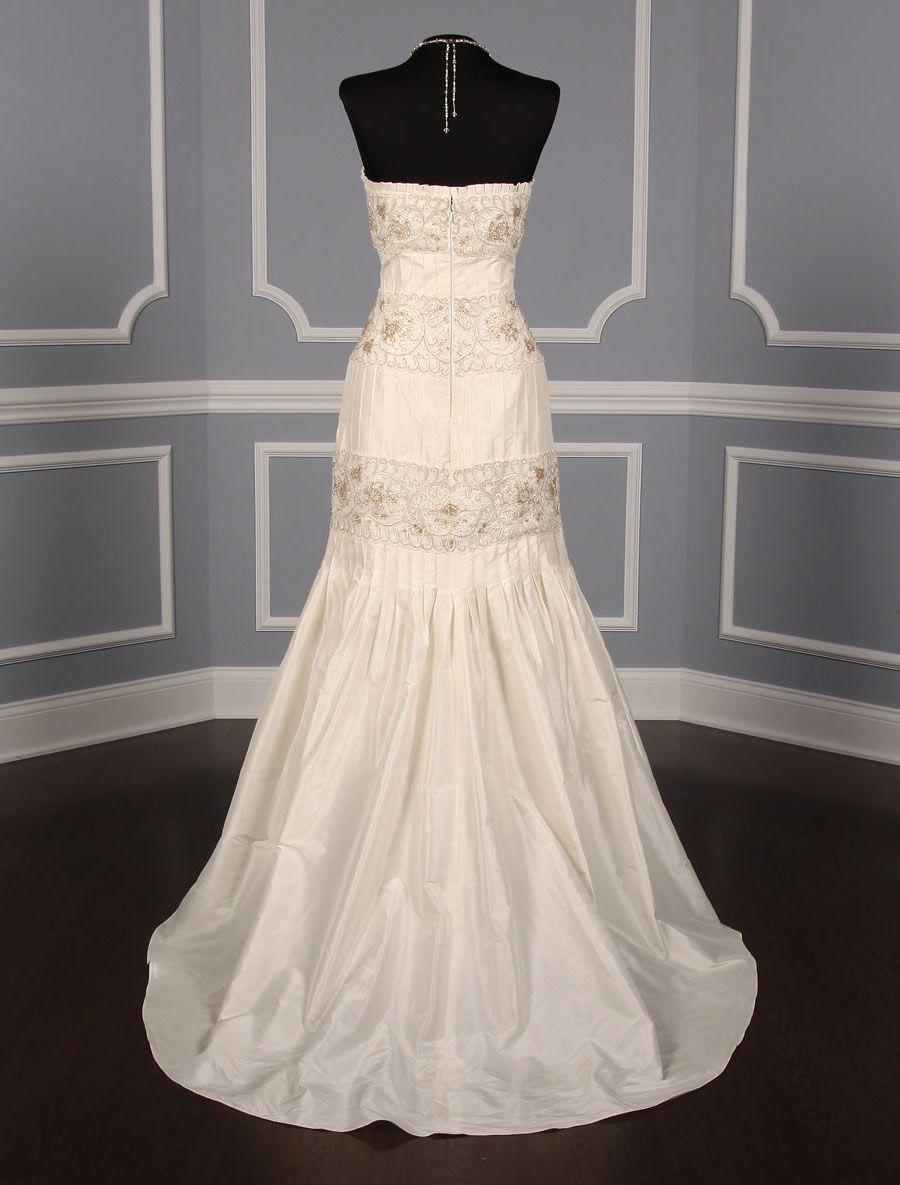 This 100% AUthentic Anne Barge LF132 B wedding dress is perfect for any type of wedding venue. The embroidery & beadwork on this gown is stunning! This gown is from the La Fleur Collection. Now up to 90% Off Retail! #annebarge