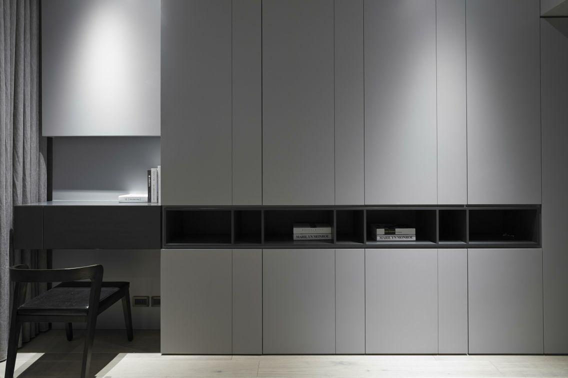 Corner hallway storage cabinet  Leuk gedaan zo met die open vakken in de kast  Aflevering
