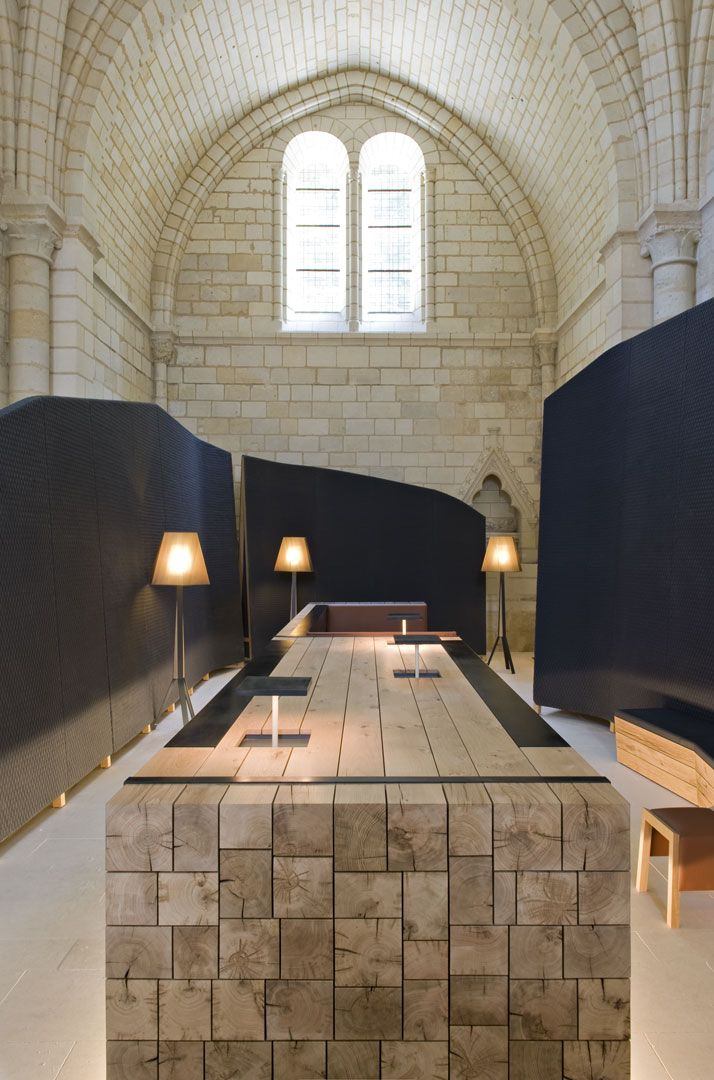 50 Reception Desks Featuring Interesting And Intriguing Designs/ The Abbaye de Fontevraud Hotel in Anjou, France has a very welcoming reception area that combines old and new in the most harmonious way.