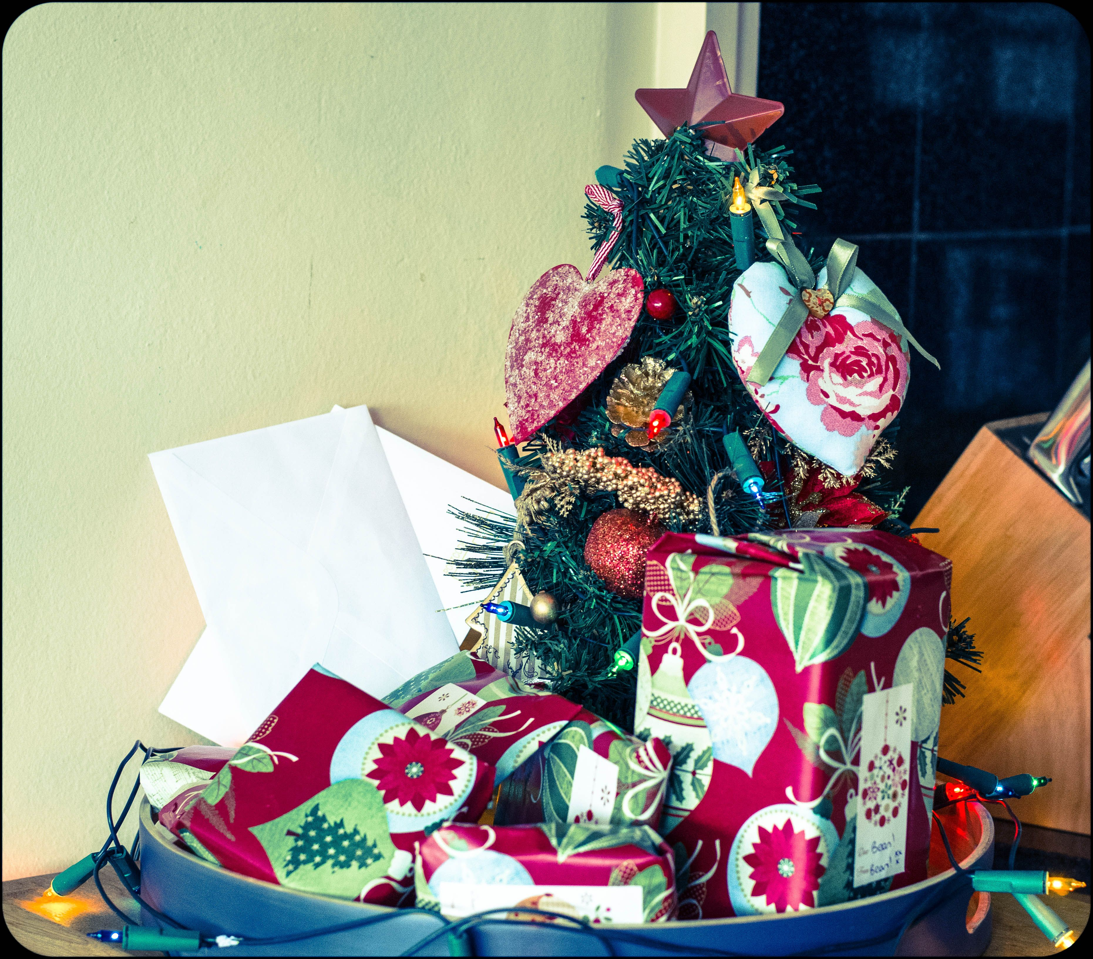 Christmas gift wrap trick, how to have beautiful and ... |Wrapped Christmas Presents Under The Tree