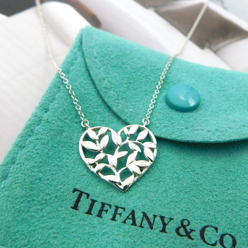 3e83cd65f Tiffany Paloma Picasso Olive Leaf Heart Necklace in 2019 ...