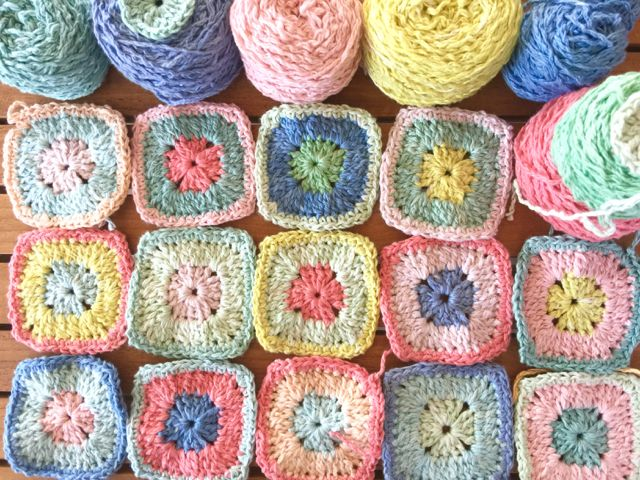 Free pattern - Solid granny squares for a new baby blanket - Moya ...
