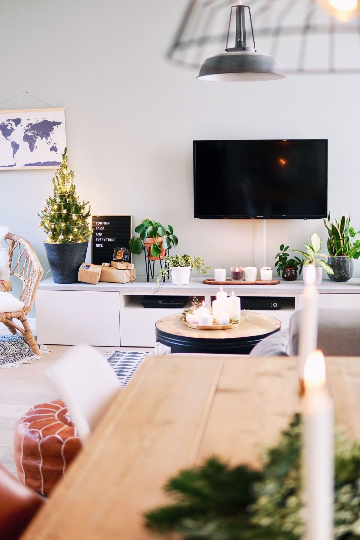 Xmas Tree, Casa Ideal, House Interiors, Tv Units, Nooks, Nest, Diy  Christmas Decorations, Winter, Room