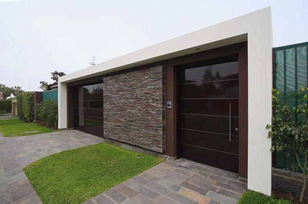 Intriguing architecture details showcased by casa for Fachadas de casas modernas en lima