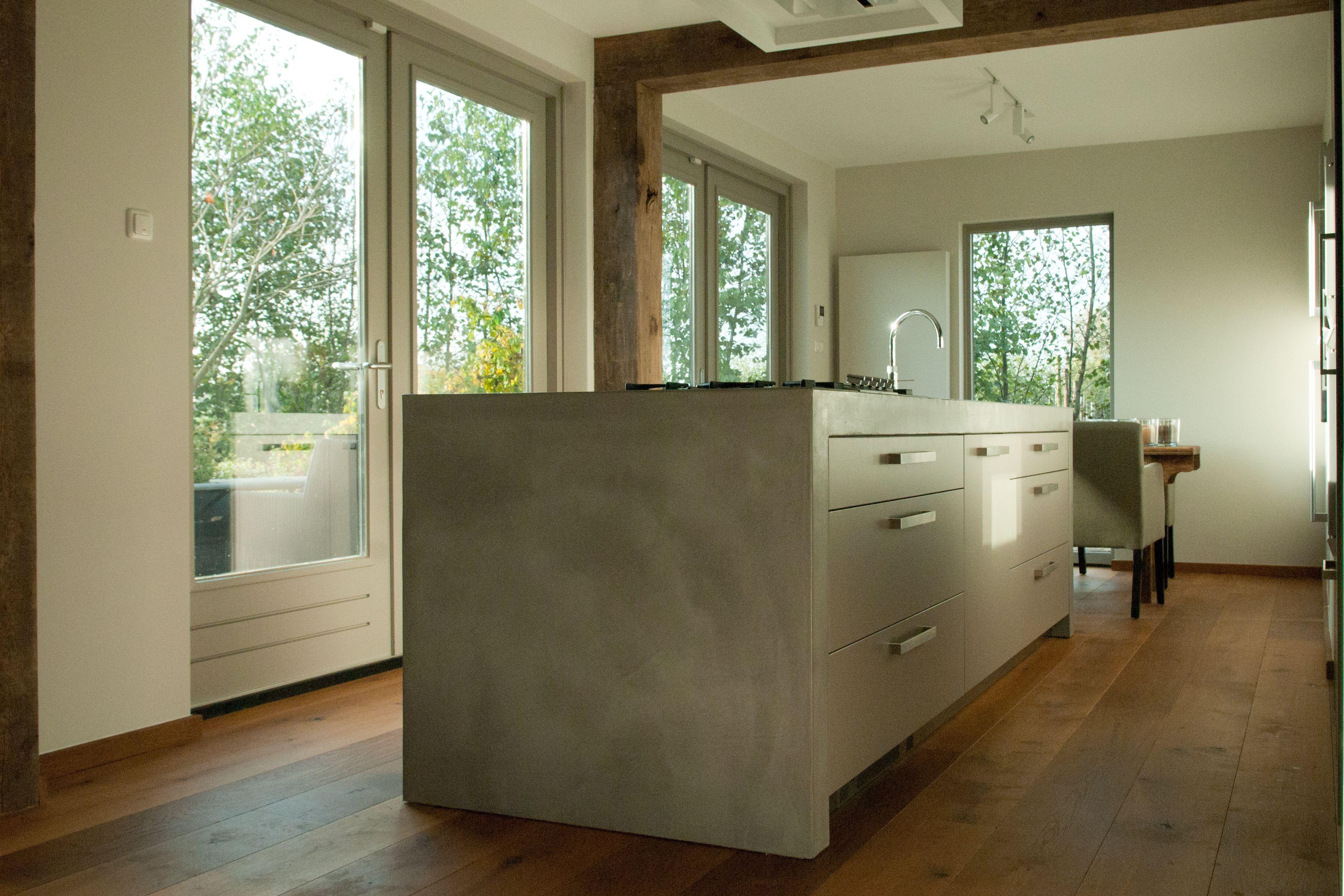 Keukenmeubel verbau betonstuc kleur #02 ijzererts. in samenwerking