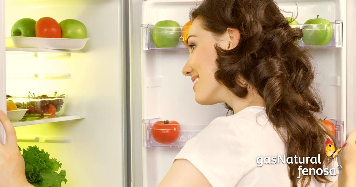 ¿Sabías que el refrigerador es el aparato que más energía utiliza? Por eso, es importante no dejar sus puertas abiertas por mucho tiempo y no colocarlo cerca de la estufa.