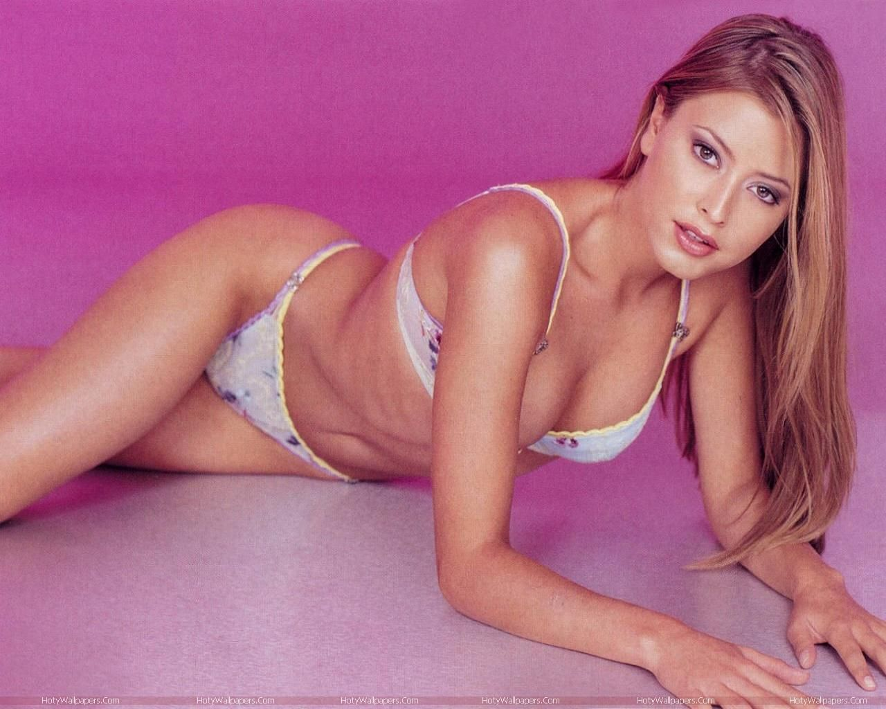 Holly Valance Hot Hd Wallpapers Australian Actress Hd Holly Valance Picture Collection Swimwear