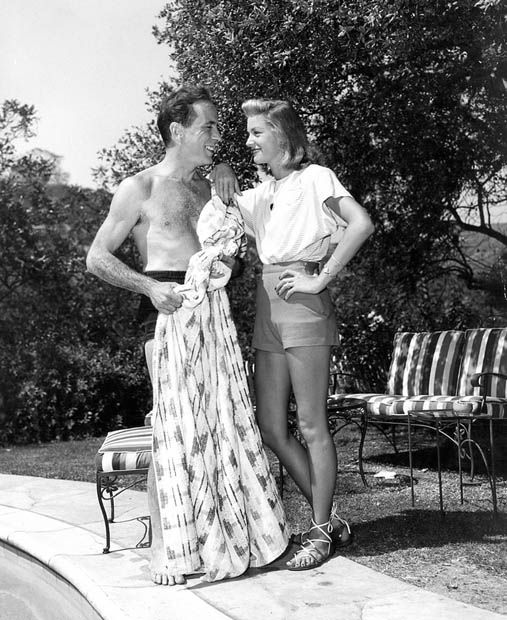 Humphrey Bogart And Lauren Bacall By Their Swimming Pool