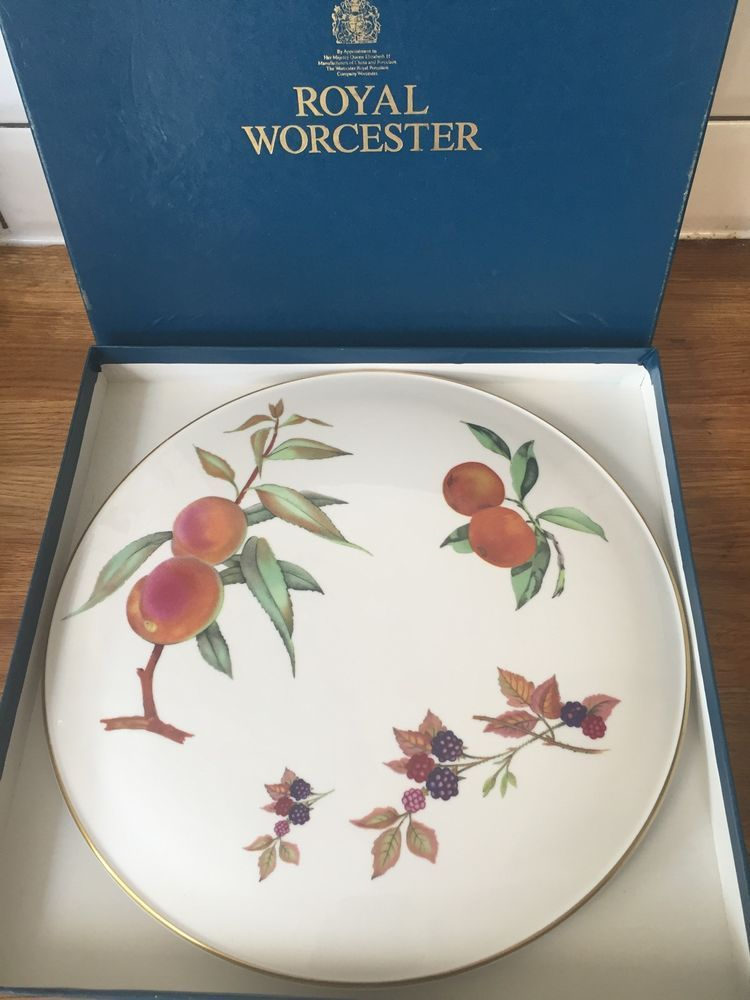 ROYAL WORCESTER Evesham Gold Arden Fruit 11\  Cake Plate Platter Boxed Immaculate | Pottery & ROYAL WORCESTER Evesham Gold Arden Fruit 11"|750|1000|?|en|2|4b6c5ee71254e0550ff9d5b14ce09a5a|False|UNLIKELY|0.38710275292396545