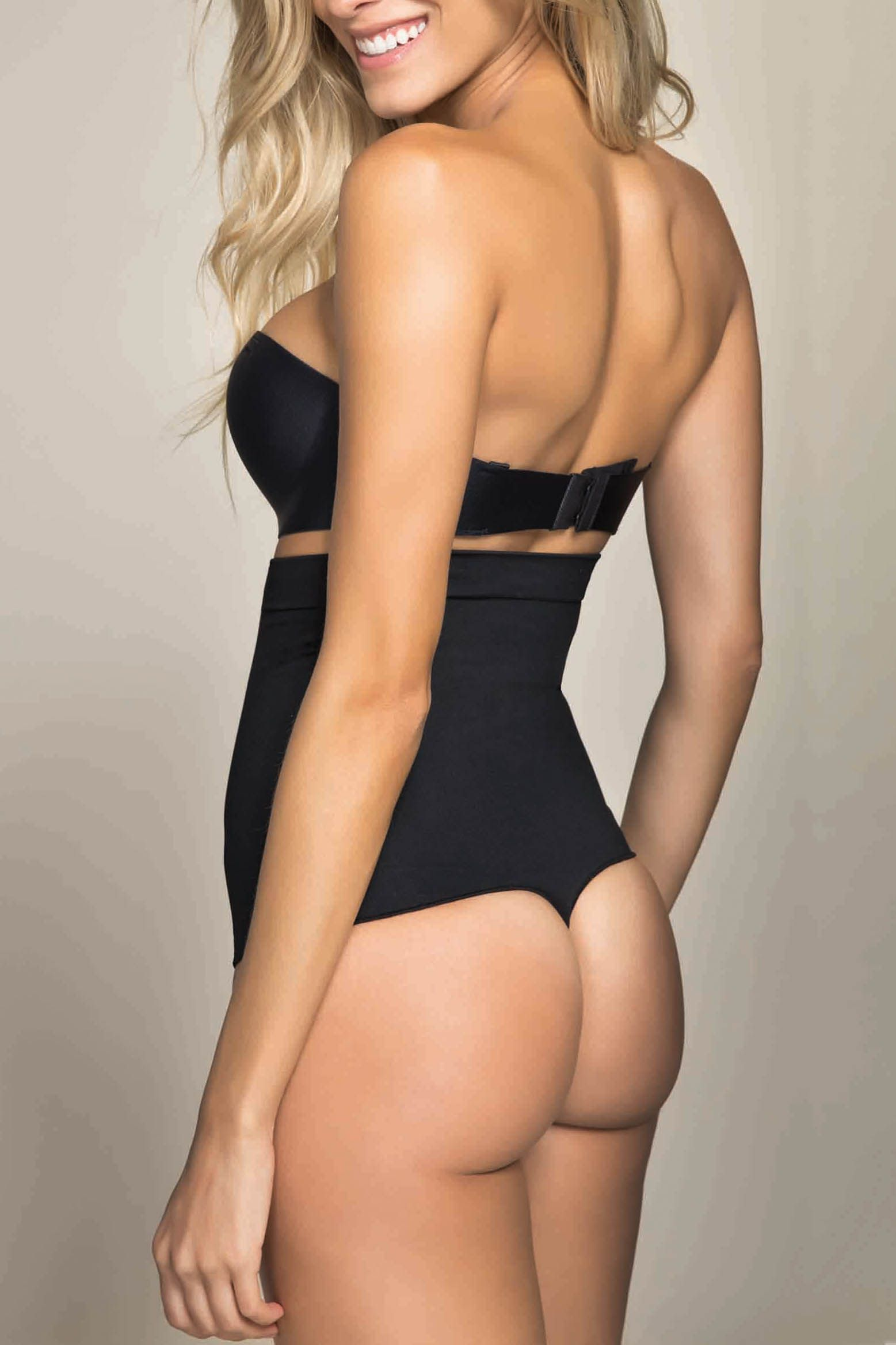 8092d259eff43 Love this seamless body shaper that fit the body perfectly
