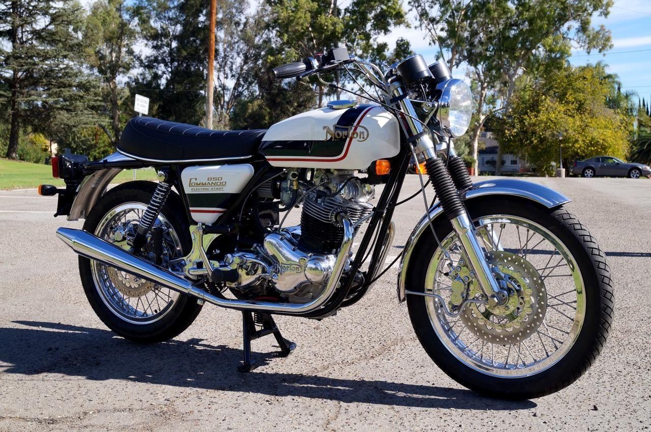 NORTON COMMANDO 850 British twin motorbike picture Motorcycle Fine Art Print