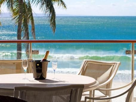 beach house apartment 4 39 the breakers noosa 39 31 hastings. Black Bedroom Furniture Sets. Home Design Ideas