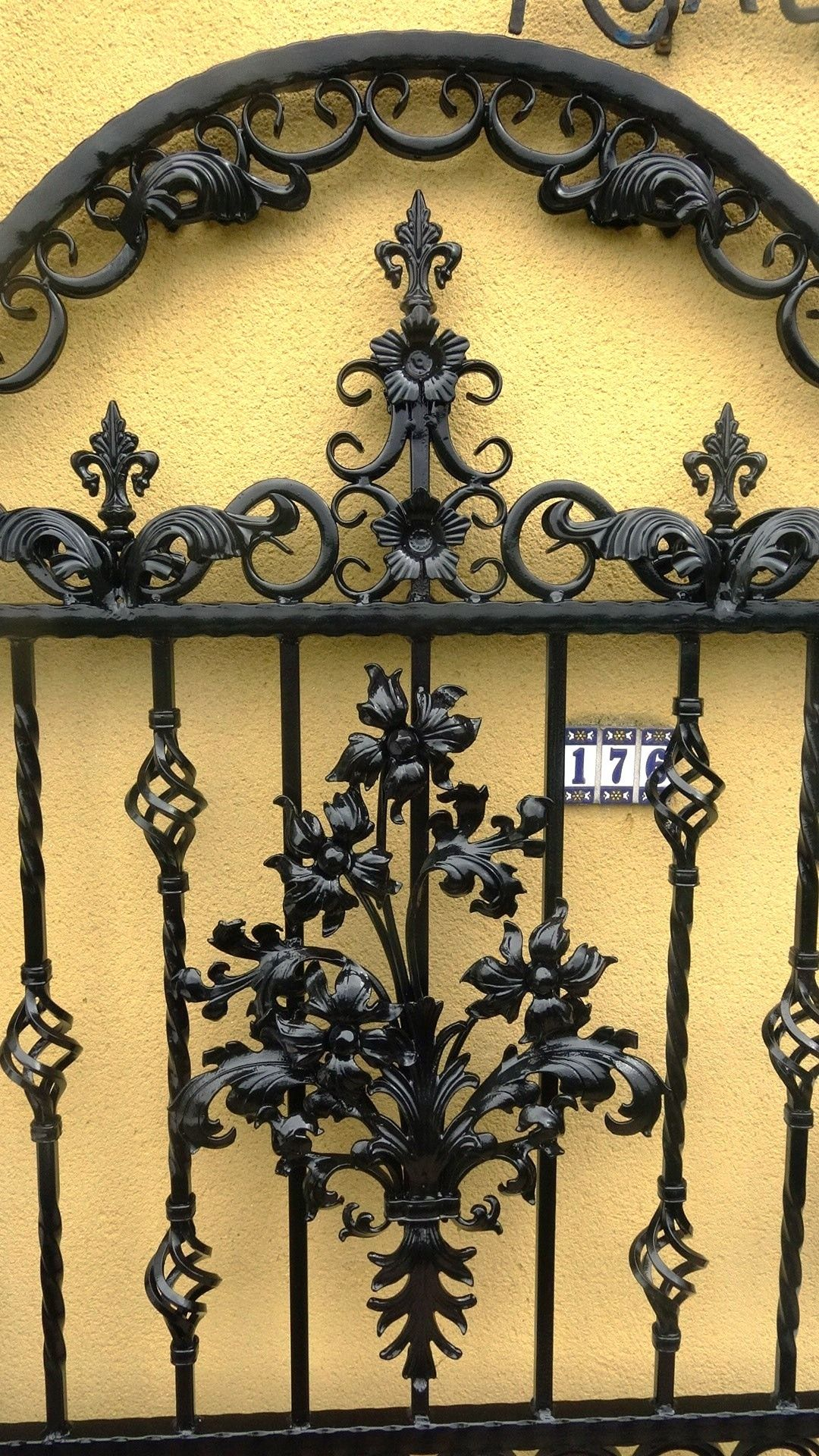 Pin by Vladan Nela on Kovano gvožđe | Pinterest | Wrought iron gates ...