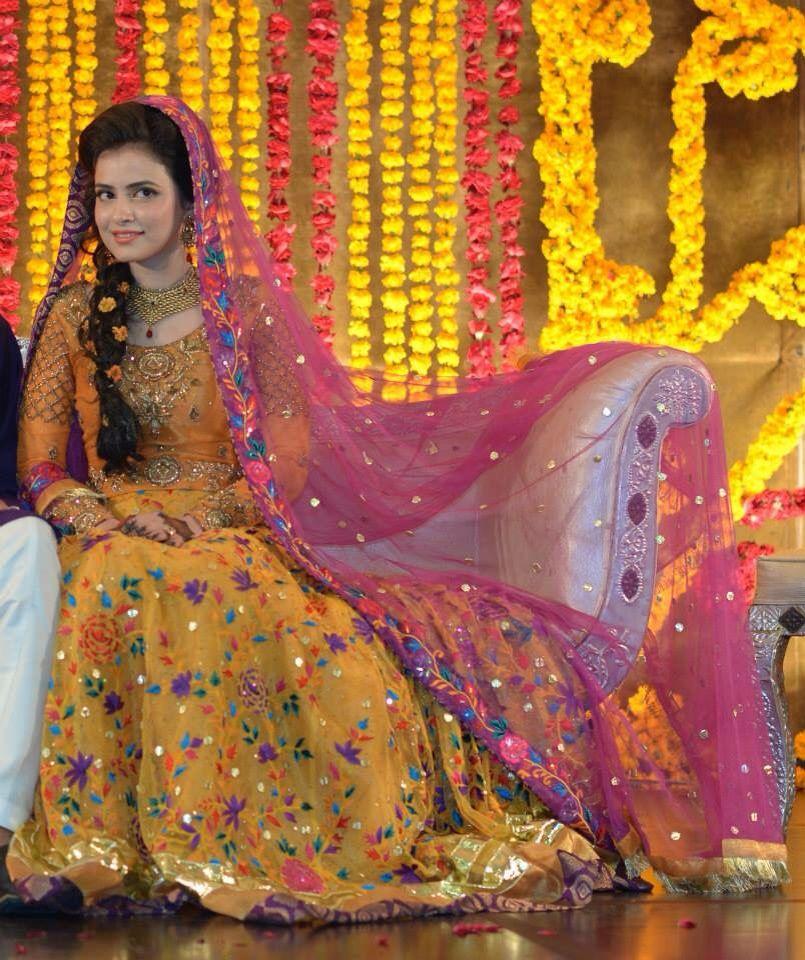 Pretty mehendi look bridal for Pakistani wedding mehndi dresses