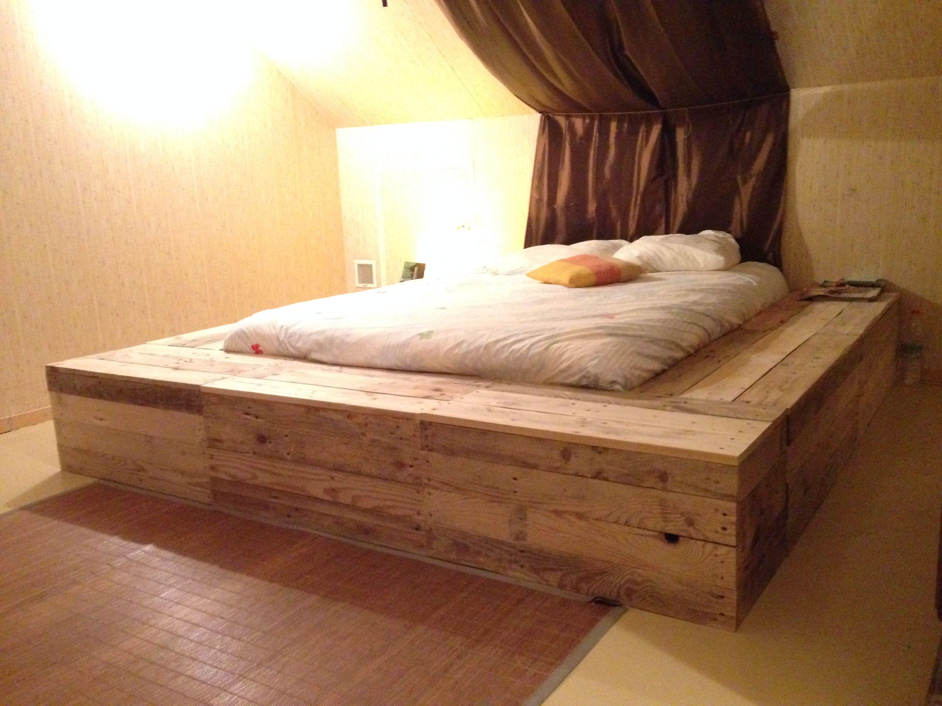 lit plateforme a c 39 est fait pinterest plateforme. Black Bedroom Furniture Sets. Home Design Ideas