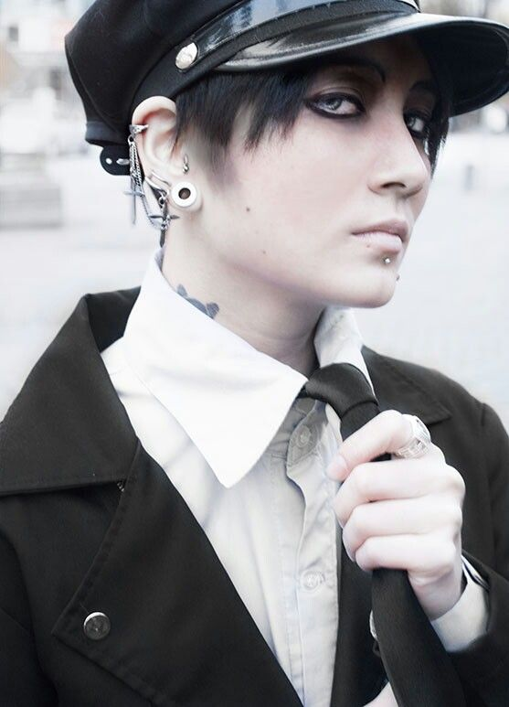 Gut gemocht Attack on titan Levi punk gothic<< I am sorry, but the only thing  ZH23