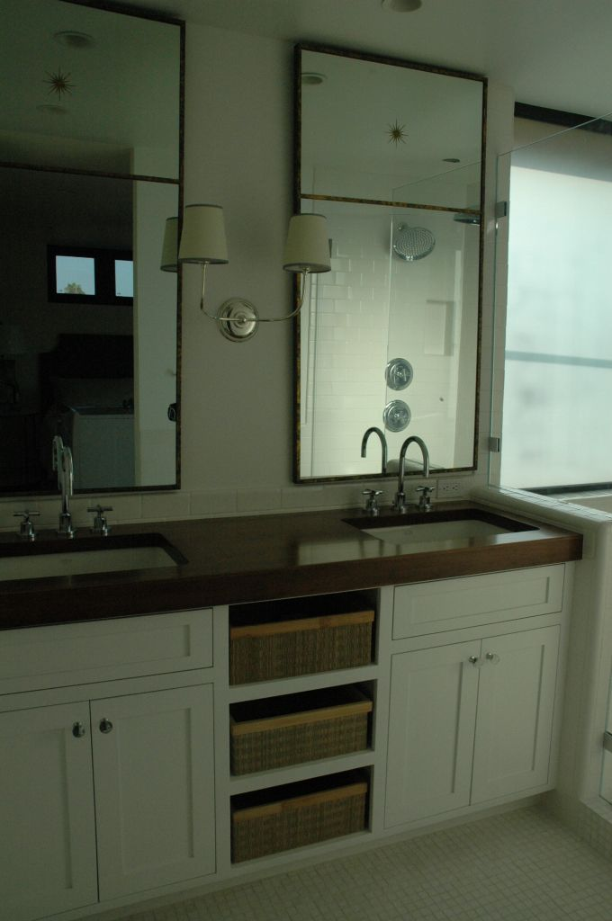 sconce in middle and two mirrors | ashli | Pinterest | Vanities ...