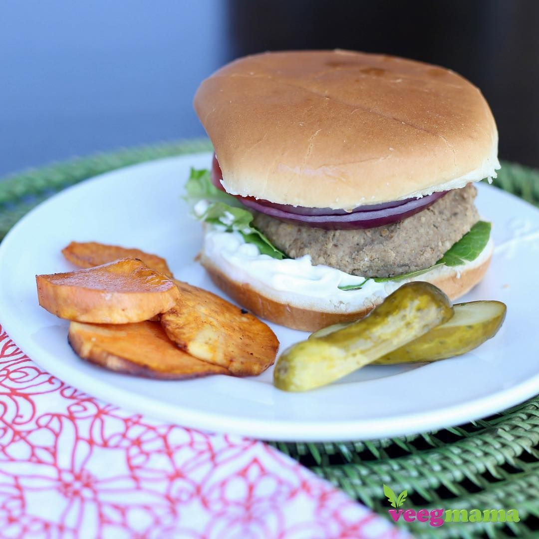 Break out the grill while the sunny weather lasts her in SoCal (they work great on the stove top too!) and try my lentil burger.  So excited that I finally mastered the recipe.  Big thanks to @lanaleephotography for capturing my burger so beautifully! #veggieburger #healthyfood #healthyeating #meatless #whatveganseat #veegmama