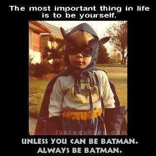 Lo más importante en la vida es ser tú mismo... a no ser que puedas ser Batman.