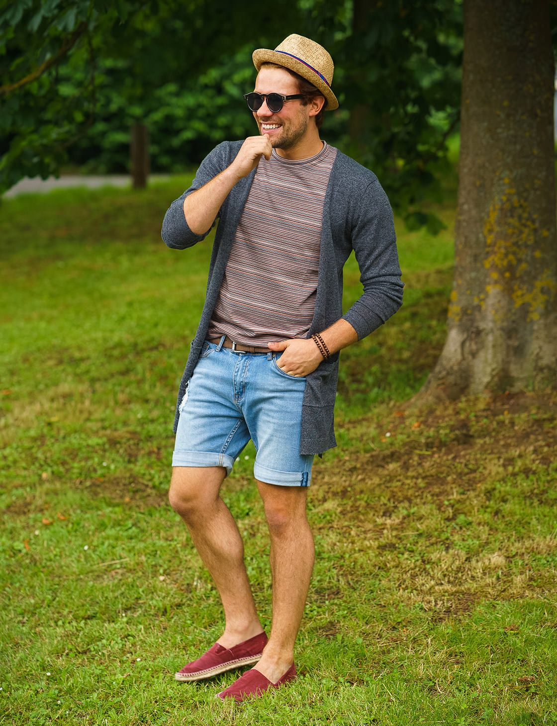 Einen Perfektes Park Mit Cardigan Im Für Outfit Langem Sommertag b7vIgYyf6