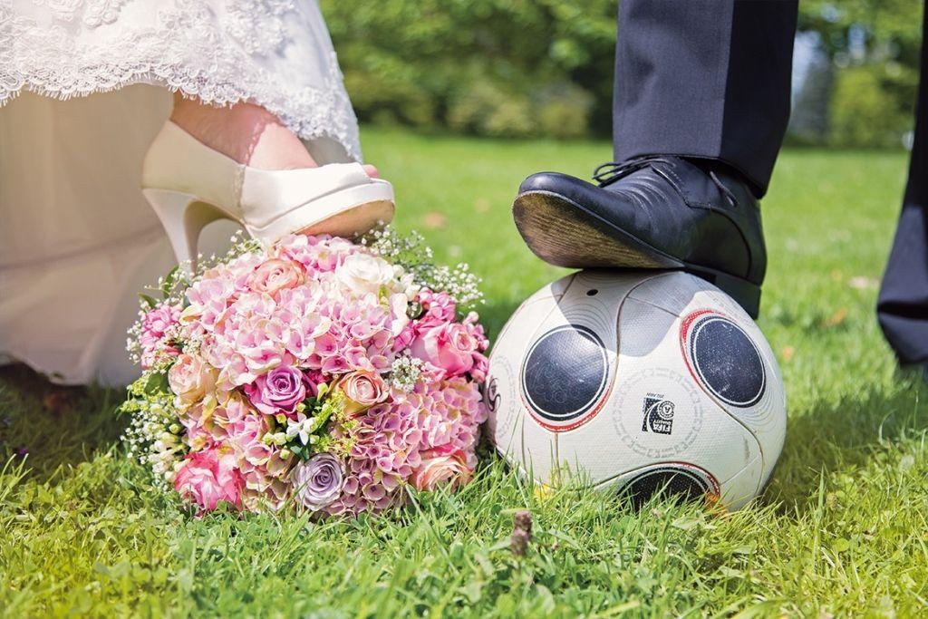 Fußballspiel an der Hochzeit: So integrieren Sie die EM #dressesforengagementparty