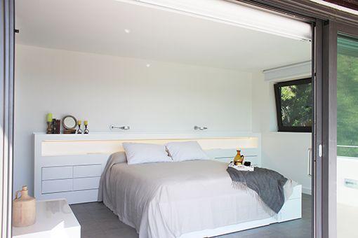 Dormitorio con cuarto de baño integrado zona de descanso - bao vestidor