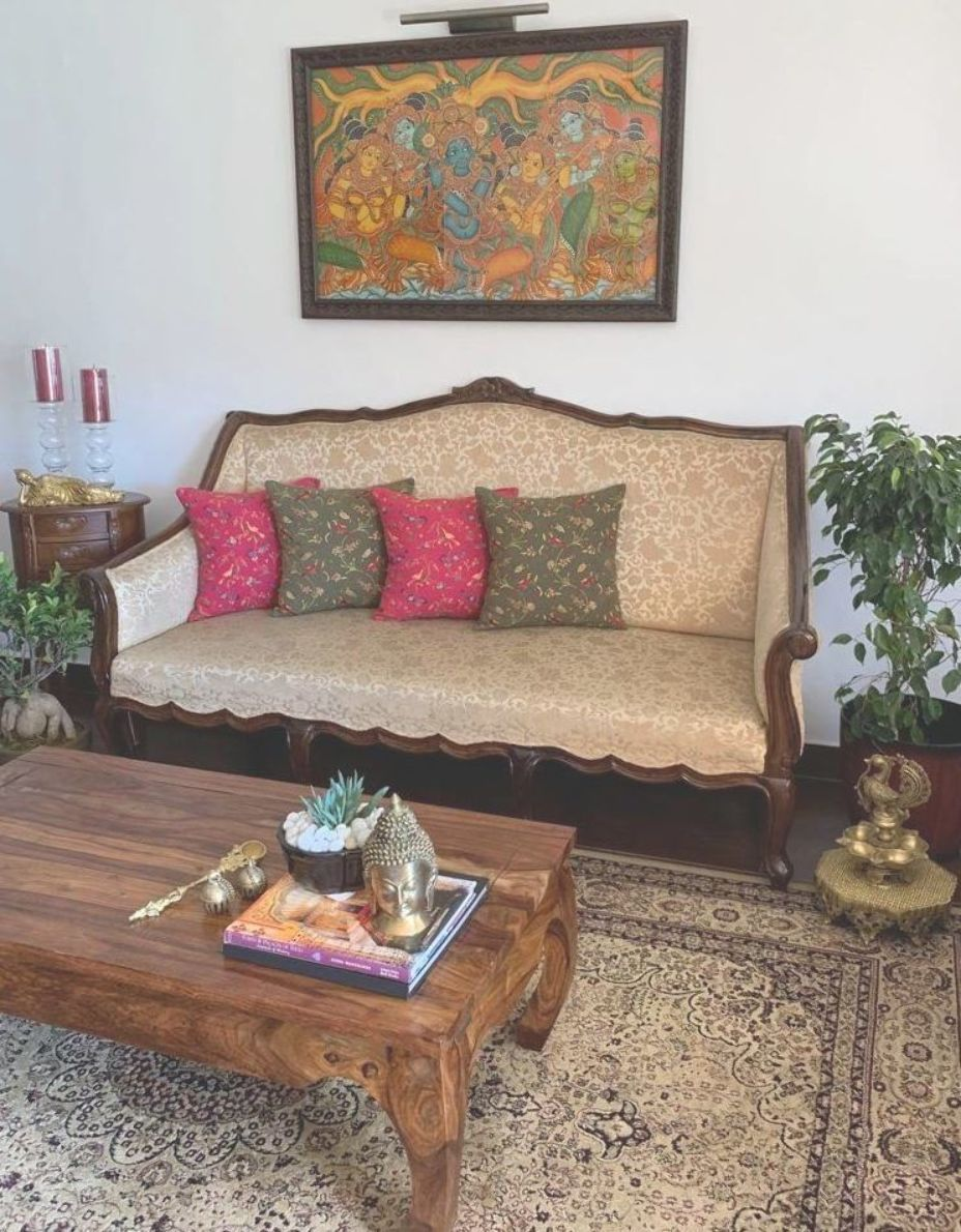 A Traditional South Indian Home In Ooty With Antique Furniture Indian Living Rooms Indian Bedroom Decor Indian Home Design