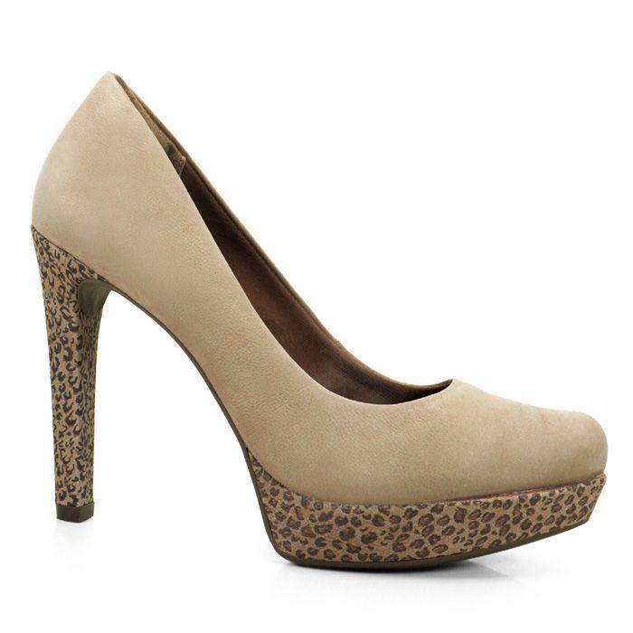 Sapato Scarpin confeccionado em couro legitimo Amendoa.