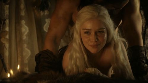 Grandes Artistas Emilia Clarke Desnuda Su Explendor Con