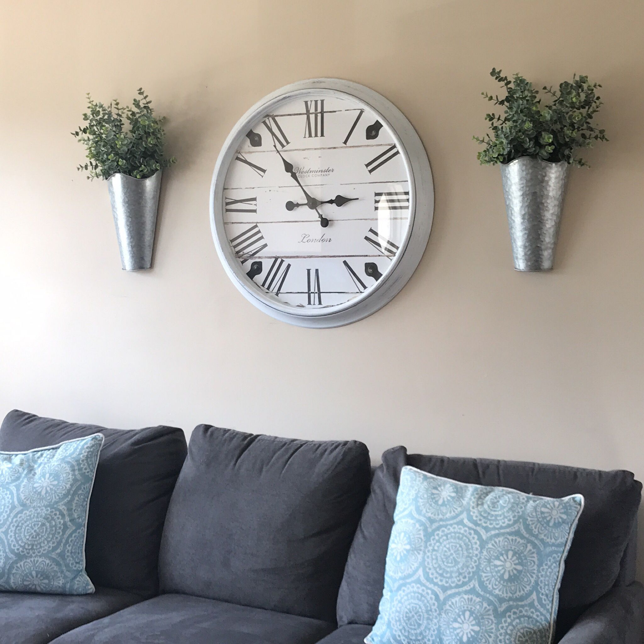 I got this clock from our lovely neighbors and wanted it