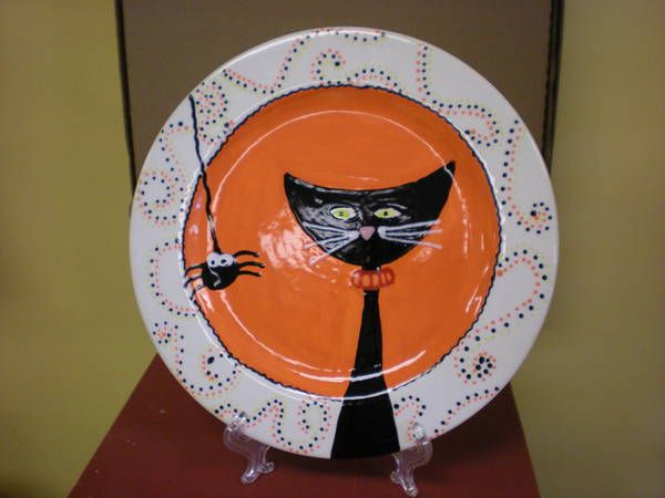 Cat And Spider Plate My Daughter Did This And It Came Out Really Cute Pottery Painting Halloween Painting Paint Your Own Pottery