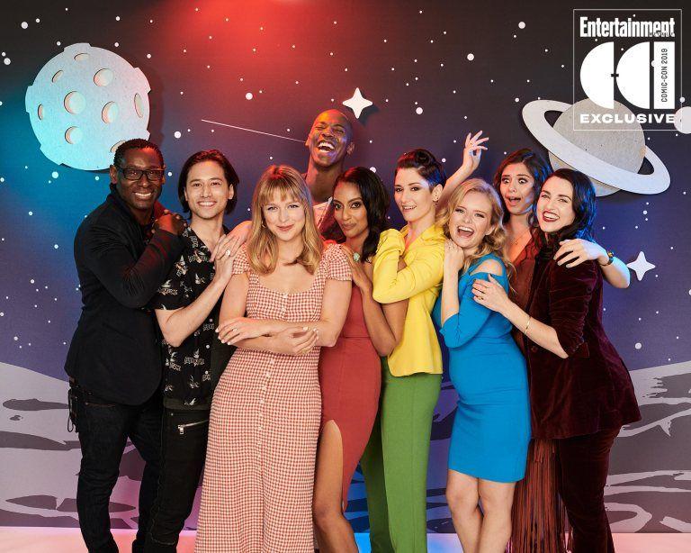 Comic Con 2019 Stars Strike A Pose In Ew S Photo Studio Supergirl Season Melissa Supergirl Supergirl Tv