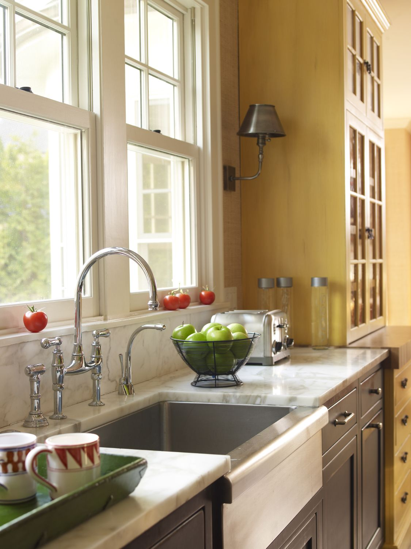 KITCHEN 14 Great Takes on Farmhouse Kitchen Sinks