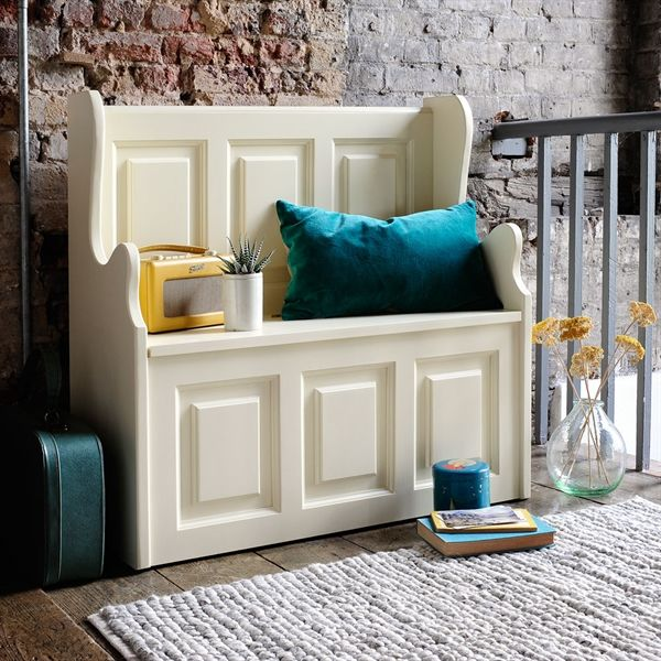 Bourton Painted Small Storage Bench from The Cotswold Company. Free Delivery and Free Returns. Our cream painted hall bench is ideal for small spaces and has ample storage space under the seat for your shoes and bags.