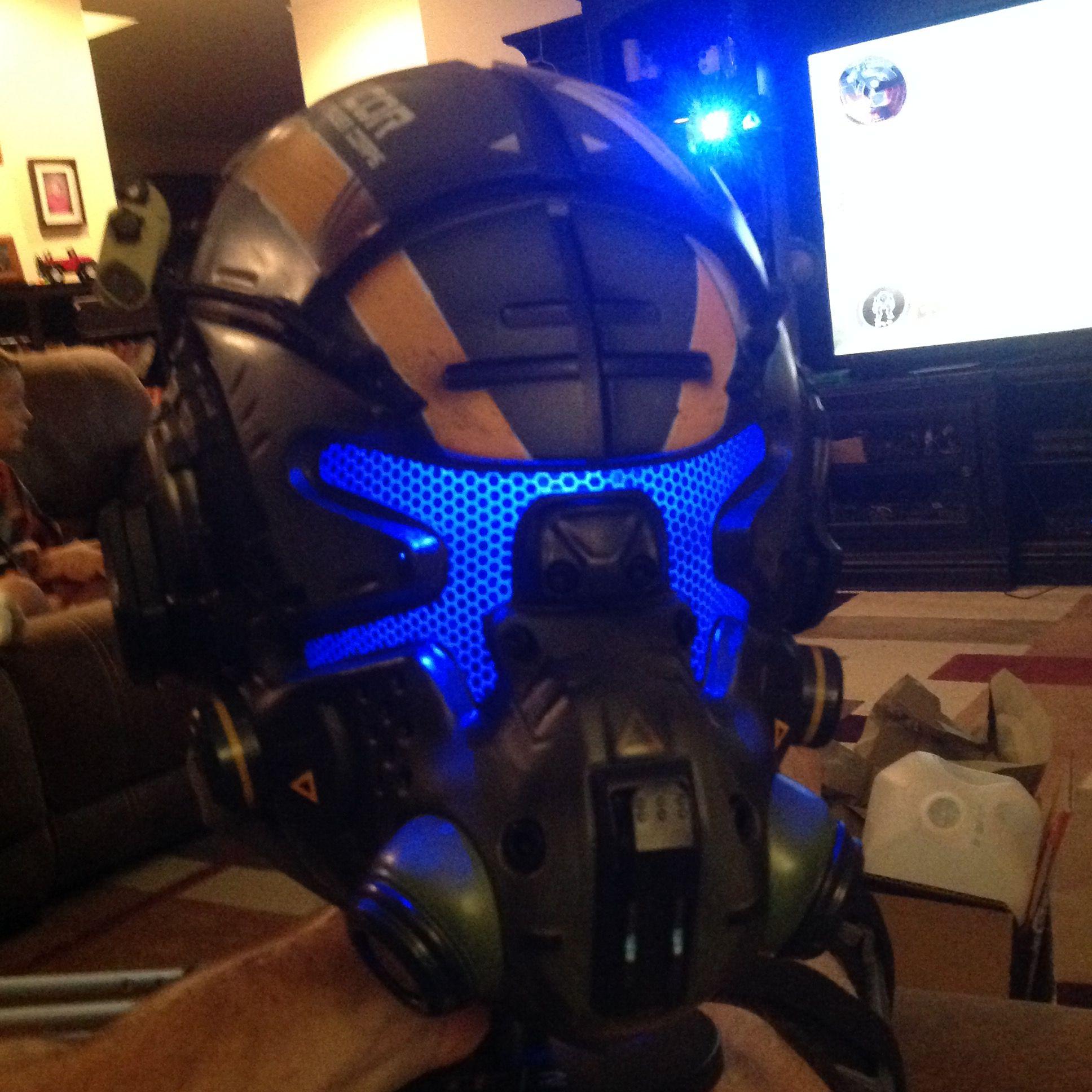 Titanfall 2 Vanguard Pilot Helmet | Helmet design ...