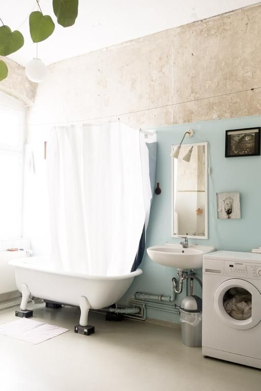 Charmante Berliner Altbau Badezimmereinrichtung Badewanne Mit Fussen