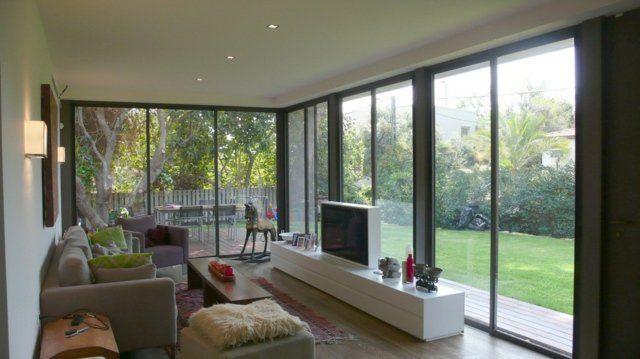 idees-amenagement-salon-meuble-tv-pivotant-blanc-canapé-gris.jpg 640 ...