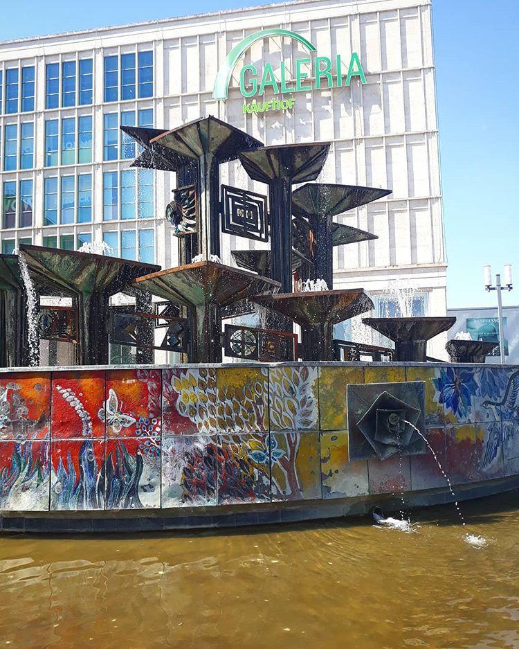 Gina Auf Instagram Brunnendervolkerfreundschaft Brunnenalexanderplatz Brunnen Alexanderplatz Berlinberlin Berlin Visitberlin Berlin Painting Art