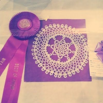 While at the mart + out and about, I've noticed that both doilies (reinvented and hip) as well as prize ribbons are all the rage. I love spotting trends + considering their inspiration. Yay for this county fair pic from a cute blog http://loveydoveydesign.blogspot.com/  Thank you, @loveydovey!