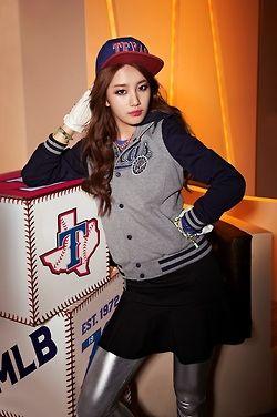Miss A Suzy - MLB I love those silver leggings...