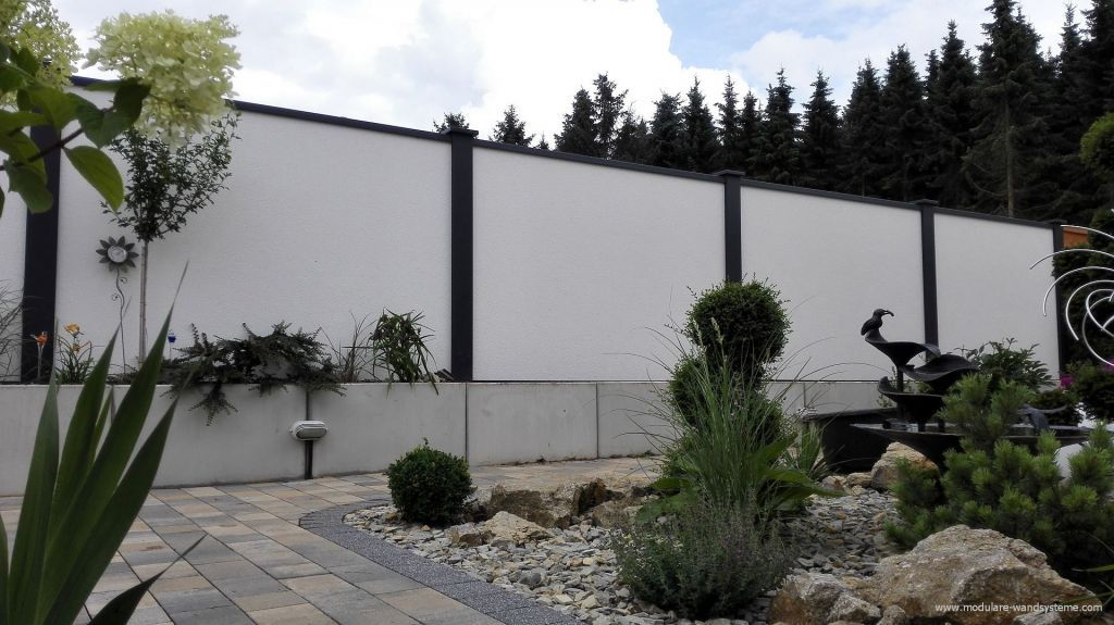 Modulares Wandsystem individueller Sichtschutz direkt hinter L - garten sichtschutz stein