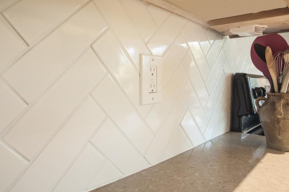 Byzantine Bianco 2 5 X 9 Ceramic Subway Tile In 2020 Ceramic Subway Tile Ceramic Tile Backsplash Subway Tile