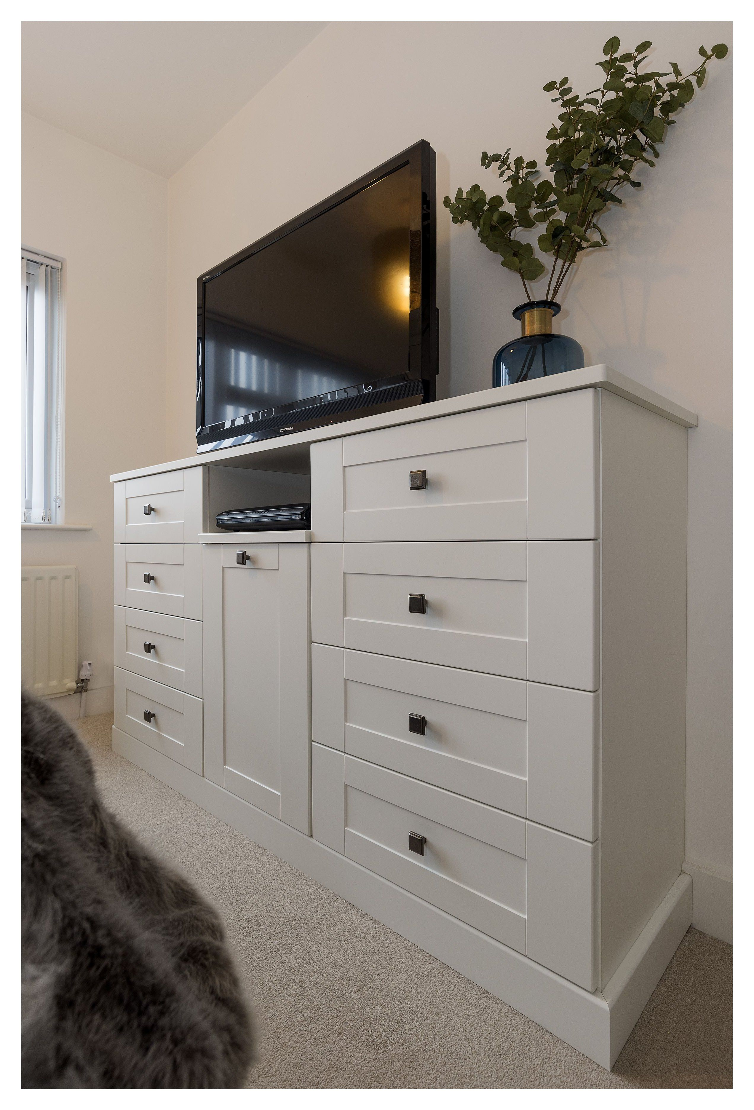 Create A Cosy Master Bedroom With Unique Storage Solutions Master Bedroom Chest O In 2020 Cosy Bedroom Ideas For Couples Bedroom Built Ins Bedroom Chest Of Drawers